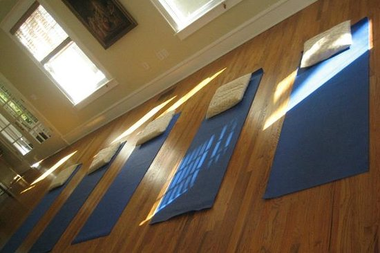 The Self Discovery Center Transformational Retreat BnB : Yoga Room