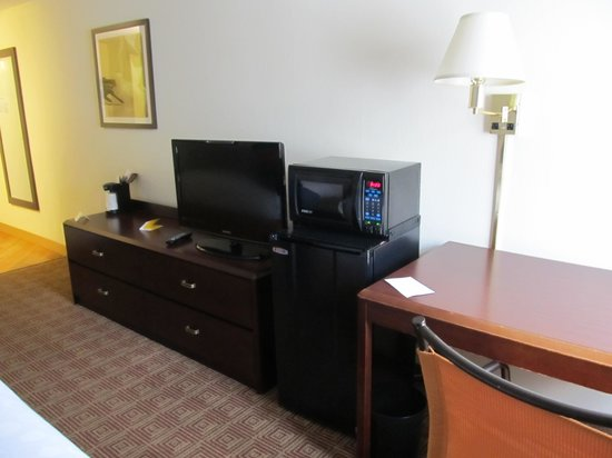 La Quinta Inn & Suites Portland : TV room 124
