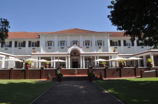 The Victoria Falls Hotel: View of the hotel