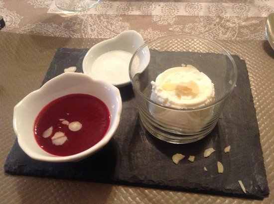 Hotel des Granges: Ricottina con marmellata di ribes e mandorle !