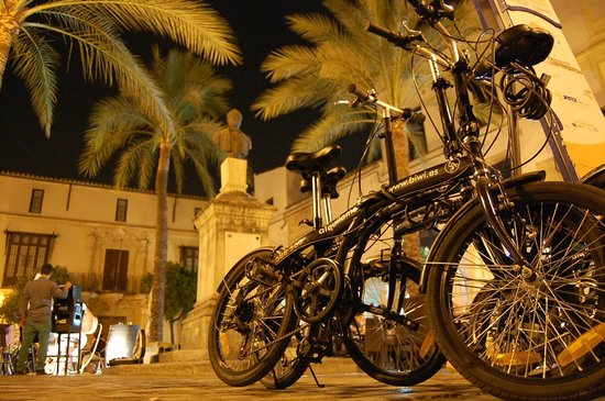 Bike and Wine: DE VINOS EN PLAZA RAFAEL RIVERO