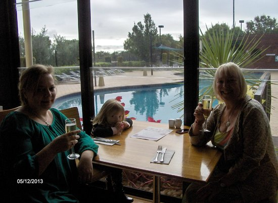 Ramada Resort Dunsborough : Mother's Day champagne breakfast by pool