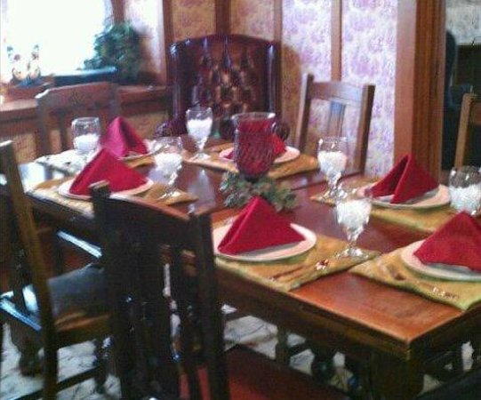 Holmberg House Bed and Breakfast: Three Course Gourmet Breakfasts - Yum!