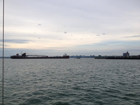 Spirit of Buffalo - Buffalo Sailing Adventures : Lake Freighter coming into dock
