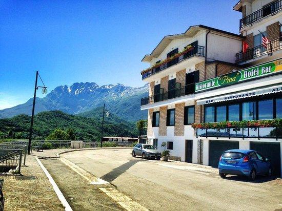 Hotel Pina: Vista del Monte Camicia