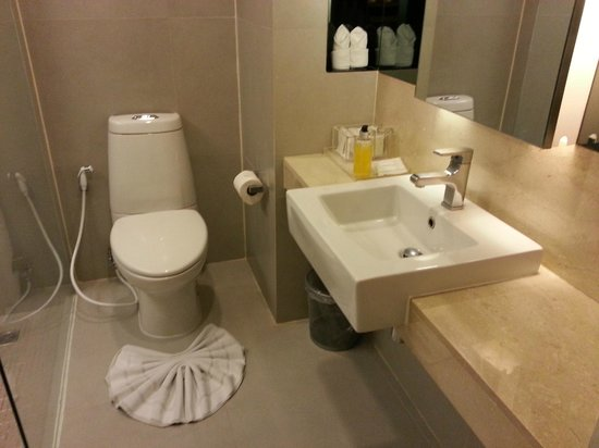 Trinity Silom Hotel: The bathroom