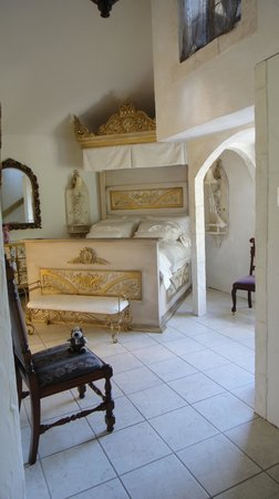 A Cottage and A Castle: The bed chamber
