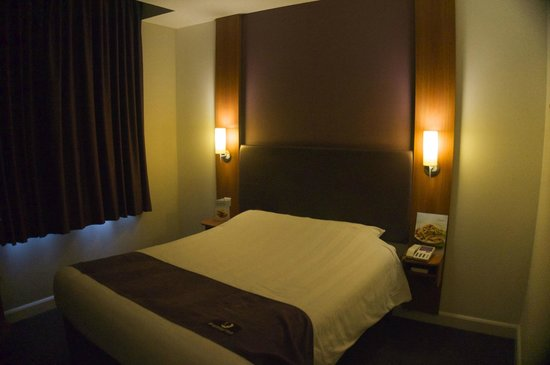 Premier Inn London County Hall Hotel: Basic, clean room