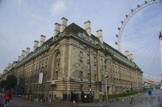 Premier Inn London County Hall Hotel: Fantastic exterior and location