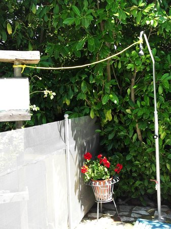 Villa Sant'Uberto Country Inn: Pool-Dusche