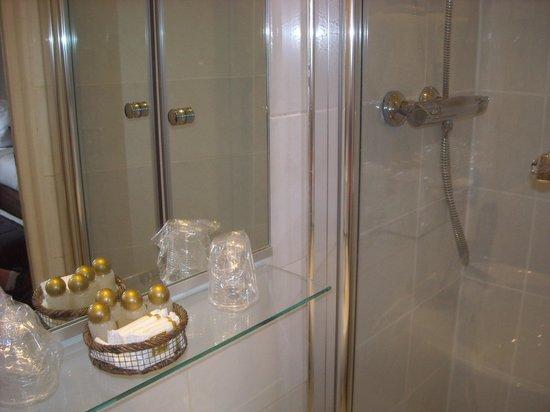 Hotel Corona Rodier : baño