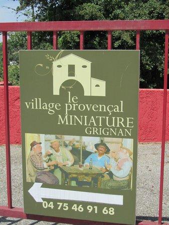 Village Provencal miniature : l'entrée