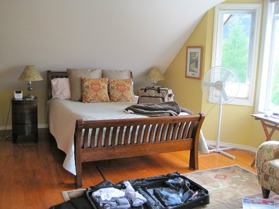 Mountain Lily Bed & Breakfast: Most comfortable bed ever!