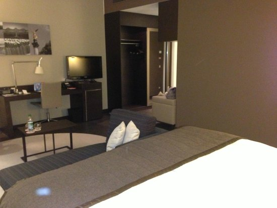INFINITY Hotel & Conference Resort Munich: La stanza