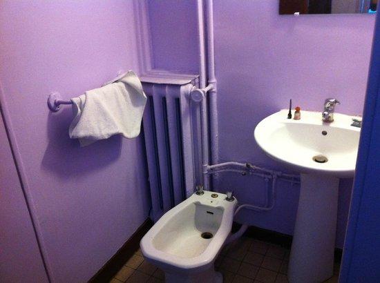 Hotel Nation Montmartre: La nostra stanza aveva dentro solo lavandino e bidet