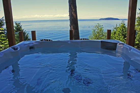 Beachside by the Bay: Hot Tub with Panoramic Ocean Views
