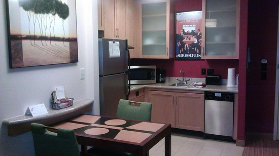 Residence Inn Newport News Airport: Nice kitchen area
