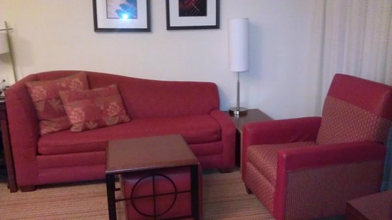 Residence Inn Newport News Airport: Nicely furnished with sofa sleeper