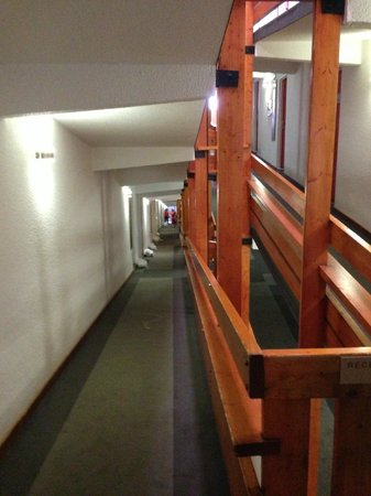 Hotel du Golf: Couloirs interminables !