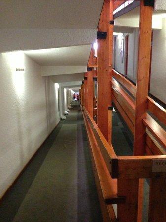 โฮเต็ล ดู กอล์ฟ: Couloirs interminables !