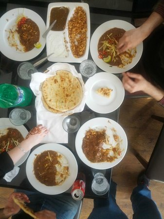 Punjabi Restaurant: Naan and Nehari.