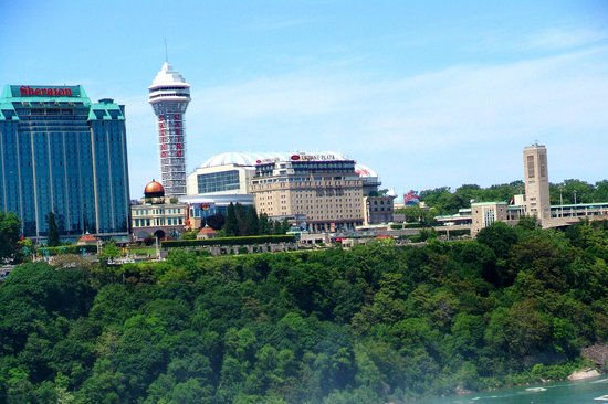 Hampton Inn Niagara Falls: View of the city from the Falls