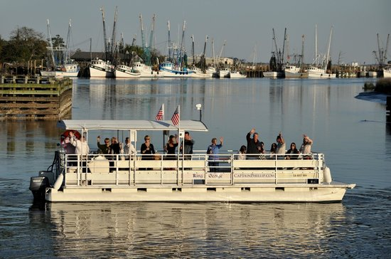 "Darien River Wine and ECO Cruise: ""King George"" Tour Boat"