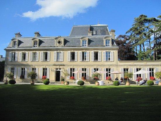 Château La Chenevière : Beautiful Chateau!