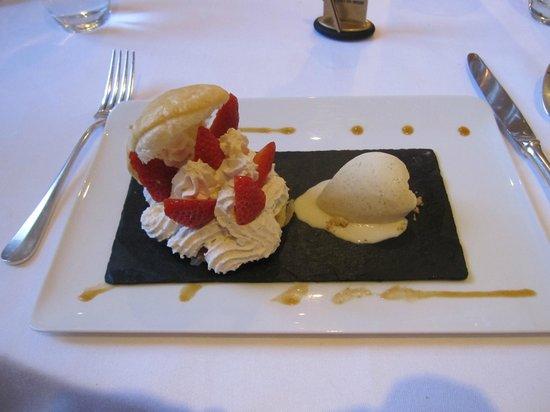 Château La Chenevière : Delicious Desserts!