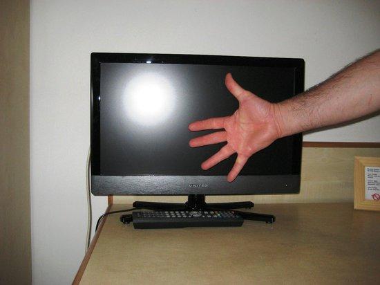 Hotel Alcide: TV veramente piccino