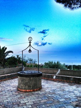 Agriturismo Tenuta San Michele: The well overlooking the Mediterranean next to the entrance to San Michele's excellent restauran