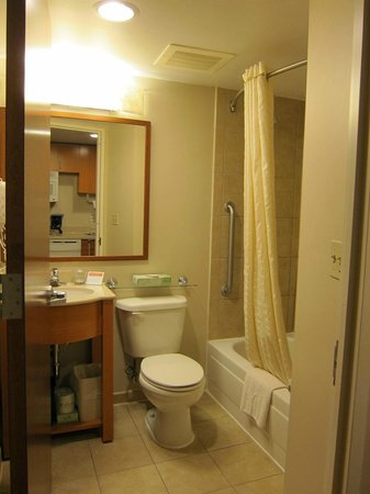 Candlewood Suites New York City Times Square: Bathroom