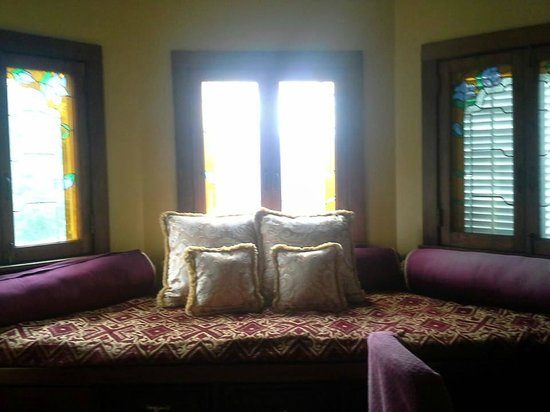 Sweetwater Branch Inn: Reading Nook / Sitting Area in Isadora Side Room