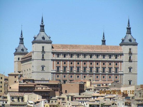 Hostal La Posada de Zocodover: Alcázar de Toledo.