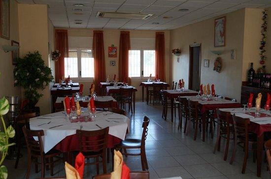 Une partie de la salle photo de restaurant miguel la for Restaurant la jonquera