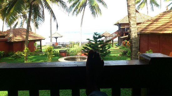 Blue Water Beach Resort: sitting and staring out to the sea, with a cold drink on the side