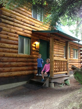 Lakedale Resort at Three Lakes: Beautiful 2 bedroom cabin next to hot tub in gazebo