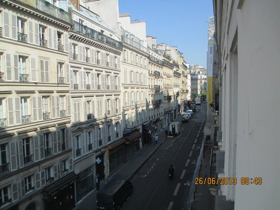 Hotel George - Astotel: The view up the street toward Moulin Rouge