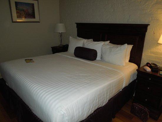 Inn on St. Peter: King bed