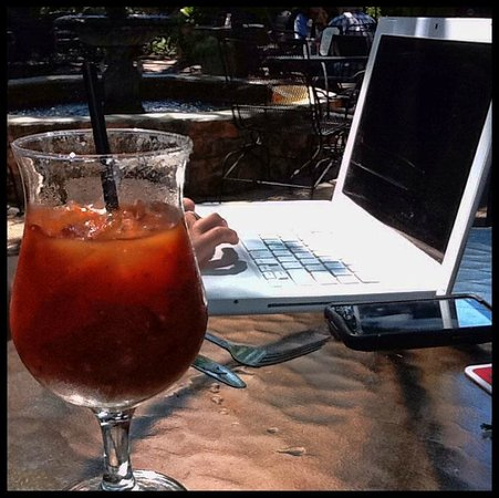 Palmer's Restaurant Bar: A quiet place to catch up and think. (with good bloody marys!)