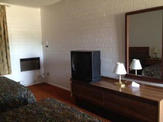 Ash Fork Inn: room