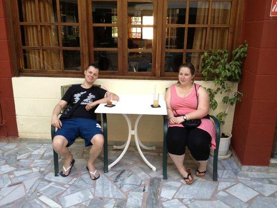 Artemis Hotel & Apartments: nous sur la terasse