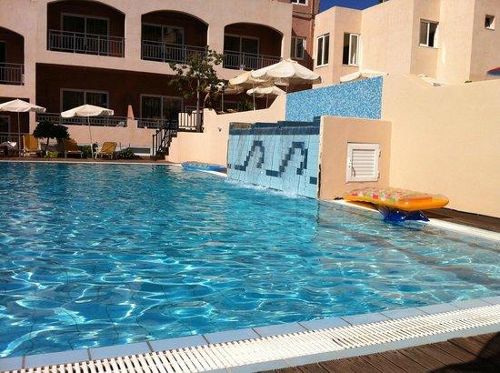 Eurohotel Katrin Hotel and Bungalows : Piscine ' calme' au total 3 piscines (éviter chambres du bas)