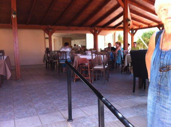 Eurohotel Katrin Hotel and Bungalows : Restaurant 3 partie 1couverte 1 semi couverte et 1 en tonelle peu bruyant et personel attentif