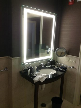 JW Marriott Chicago: Bathroom - with TV in mirror!