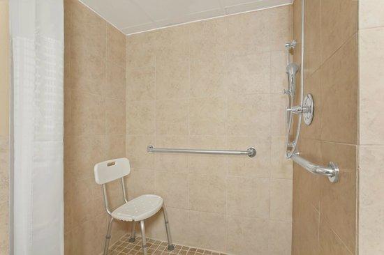 يونيفيرسيتي إن أوستين نورث: ADA Accessible Shower