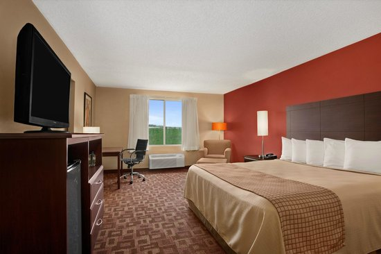 University Inn Austin North: King Guest Room
