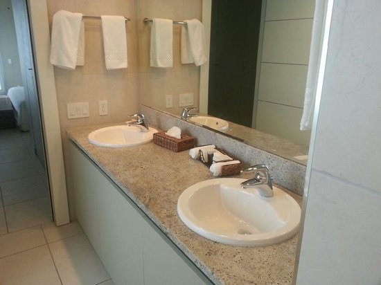 Le Vele Resort: Master Bath