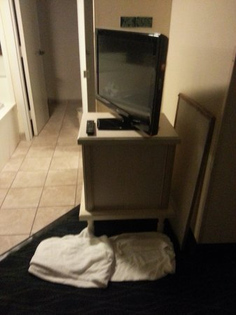 Holiday Inn Express & Suites Wilmington - University Center: towels, filter left out of AC vent