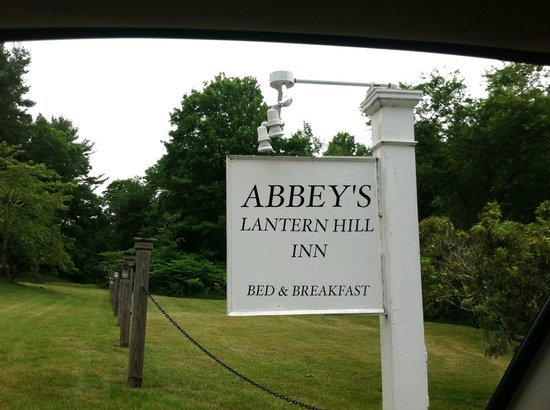 Abbey's Lantern Hill Inn: The Inn